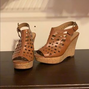 Wedges with back buckle